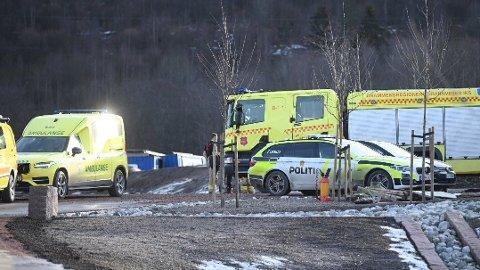 ARBEIDSULYKKE: En mann er sendt til sykehus etter en arbeidsulykke i Mjøndalen.