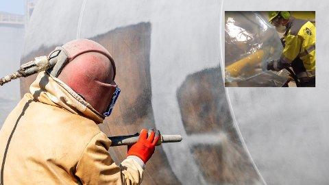 SKAL LØSE DETTE: Norske Pinovo (innfelt) har utviklet en teknologi som samtidig sandblåser og støvsuger overflatene som behandles. På den måten kan mange tusen tonn mikroplast fra den gamle malingen reddes unna havet, hevder selskapets administrerende direktør Tore Angelskår.