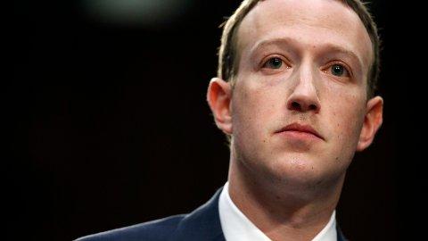Her administrerende direktør og grunnlegger Mark Zuckerberg.
