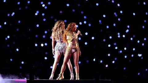 SHOW: Jennifer Lopez og Shakira stod for pauseunderholdningen under Super Bowl.