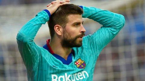 Det vil seg ikke for Barcelona om dagen. Søndag er forsvarssjef Gerard Pique ute med karantene når Barcelona møter Real Betis til en tøff bortekamp i Sevilla.
