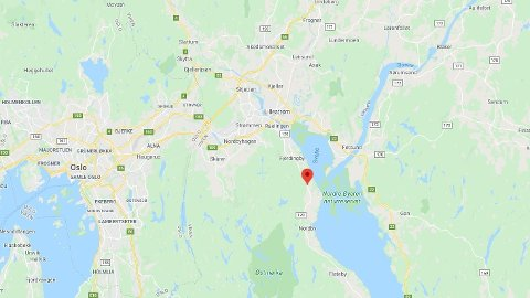 Ulykken skjedde langs riksvei 120 mellom Fjerdingby og Flateby, som ligger sør for Lillestrøm i Viken fylke.