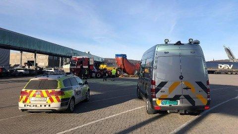 STOPPET: Her stoppet det rumenske vogntogets reise. I stedet for å kunne fortsette ferden, ble det en saftig bot for sjåføren.