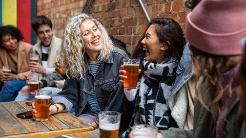 Et høyt alkoholinntak, sammen med det å ha mentale helseproblemer, øker risikoen for hjertesykdom og død betydelig, finner ny norsk forskning.