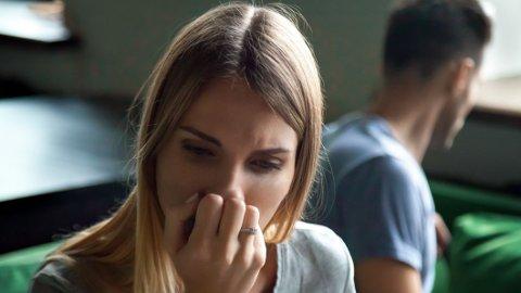 Det kan være vanskelig å vite akkurat hvor grensene går for emosjonelt utroskap. Ekspertene lister opp noen tegn på at det har gått for langt.