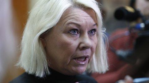 Justisminister Monica Mæland sier at regjeringen nå vil ha en revisjon av ungdomstraffer.