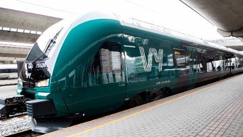 FEIL: Skal du kjøpe togbillett i dag, må du gjøre det på automatene på jernstasjonen.