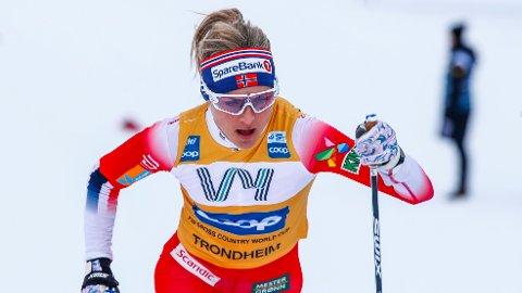 SUVEREN: Therese Johaug lot seg ikke stoppe av noen på jaktstarten.