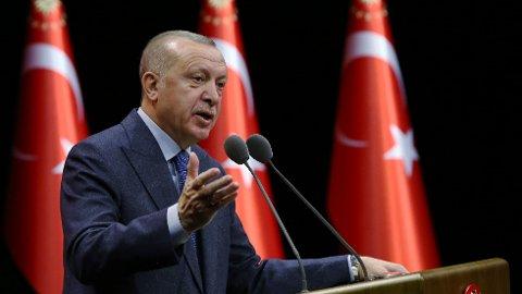 ÅPNER GRENSENE: Tyrkias president Recep Tayyip Erdogan har tidligere truet med å åpne grensene for syriske flyktninger inn til Europa. Nå bekrefter en offisiell tjenestemann fra landet at dette skjer, melder Reuters.