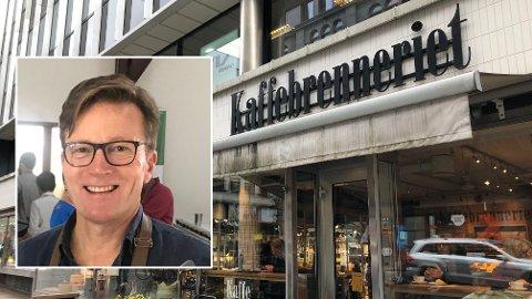 ANSATTE NEKTES Å TA IMOT TIPS: Kaffebrenneriets etableringssjef Steinar Paulsrud mener det er synd at de ansatte ikke lenger kan ta imot tips, til tross for at beløpene ofte var lave.