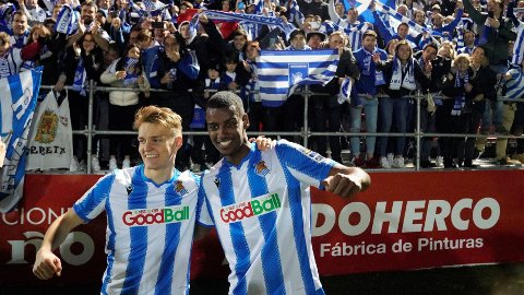 WE THE NORTH: Martin Ødegaard og Alexander Isak kunne smile etter cupkampen mot Mirandés.