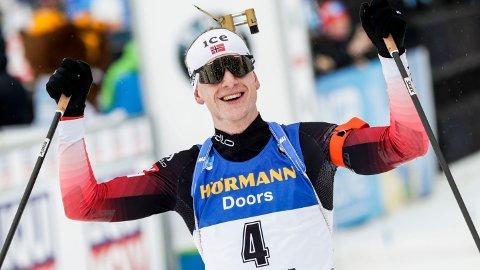 BREDE GLIS: Johannes Thingnes Bø kunne juble for seier.