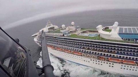 21 personer er registrert med koronasmitte om bord på cruiseskipet Grand Princess, som i flere dager har ligget utenfor kysten av California. Foto: California National Guard via AP / NTB scanpix