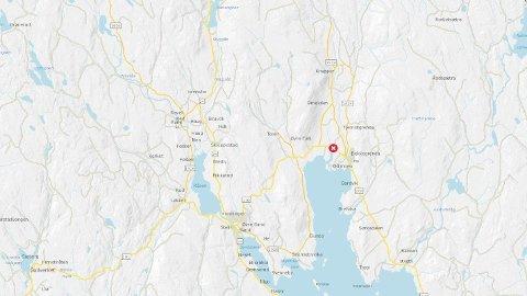 Fylkesvei 209 på strekningen Slomarka-Sand ble stengt etter ulykken ved Mo i Nord-Odal mandag morgen.