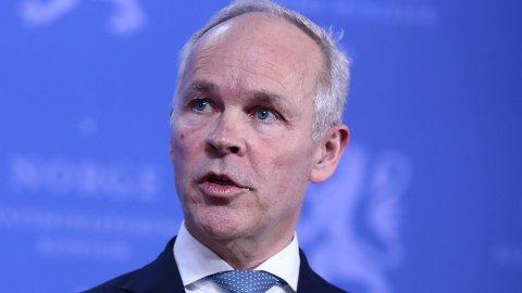MER FLEKSIBELT: Bankene kan midlertidig få avvike fra kravene i boliglånsforskriften, melder finansminister Jan Tore Sanner (H).