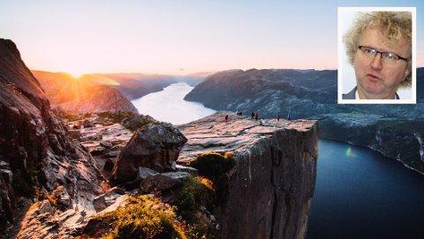Preikestolen er en av Norges største turistattraktsjoner. Sjeføkonom Jan Ludvig Andrassen (innfelt)tror mange vil søke seg til Norden for å feriere i de kommende årene.