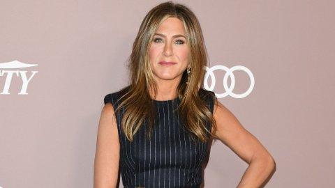Jennifer Aniston holder seg fantastisk godt for alderen, og nå avslører treneren hennes hvordan. Her fra en Hollywood-fest i 2019.