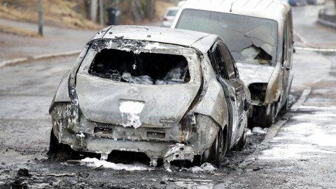 BRANT: Det var store skader på bilene i Alna bydel søndag morgen.