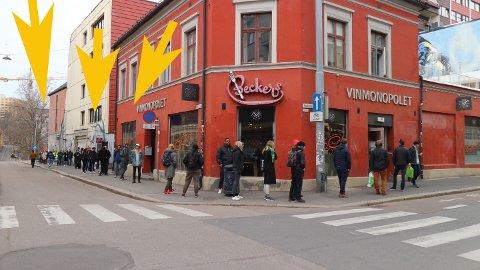 LANG KØ: Slik så det utenfor Vinmonopolet på Grünerløkka onsdag formiddag.