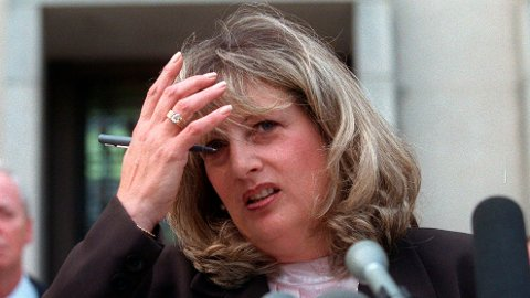 DØD: Linda Tripp tok i hemmelighet opp samtalene med Monica Lewinsky som førte til at president Bill Clinton ble stilt for riksrett i desember 1998. Hun ble 70 år gammel. Her fra riksrettssaken mot Clinton i 1998.