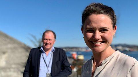 SMITTESTOPP: – Totalt har vi hatt syv nye registrerte smittede siden 31. mars, konstaterer Stavanger-ordfører Kari Nessa Nordtun (Ap). Her sammen med kommunedirektør Per Kristian Vareide på trygg avstand.