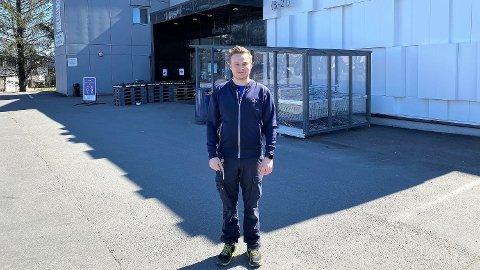 Kjøpmann Petter Kolsrud Bjerke har drevet Rema-butikk i Spikkestad i seks år, men aldri tidligere opplevd å få en millionvinner hos Norsk Tipping. Foto: Privat