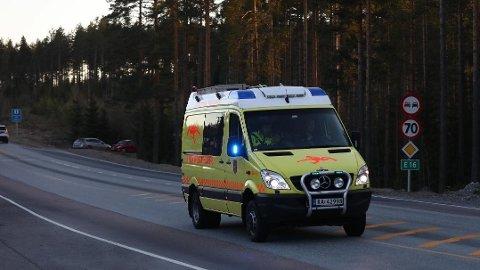 FUNNET DØD: : Onsdag kveld har redningsdykkere fra brannvesenet kommet til Østre Buttentjern, etter at en isfisker ble meldt savnet av familien sin.