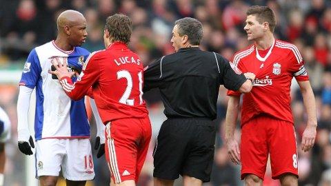 KAMPHANER: Det ble dårlig stemning da El Hadji Diouf returnerte til Anfield som Blackburn-spiller.