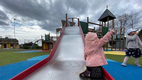 Å holde barnehagene oppe hele dagen med dagens smittevernregler er ifølge styrere en urealistisk oppgave.