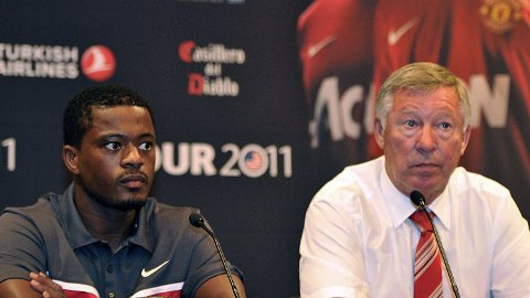 SEIERSMASKINER: Både Patrice Evra og sir Alex Ferguson kan se tilbake på svært suksessrike karrierer i Manchester United.
