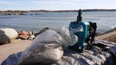 FORURENSET: I mars ble det oppdaget store mengder av plastpellet flere steder langs Oslofjorden. Oslofjordens Friluftsråd og Naturvernforbundet anmeldte utslippet. Flere hundre kilo med pellet er plukket opp fra strender på begge sider av Oslofjorden så langt. Arkivfoto: Oslofjordens friluftsråd / NTB scanpix