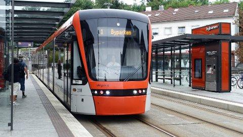 OSLO/BERGEN: Samferdselsbyråden i Oslo, Arild Hermstad, vil heller gi milliarder av kroner til Bybanen i Bergen enn å bygge ny motorvei i Oslo.