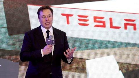 – Det kommer til å blåse dere over ende. Det blåser meg over ende, sier toppsjef Elon Musk om batteriet Tesla skal være klar til å avduke.