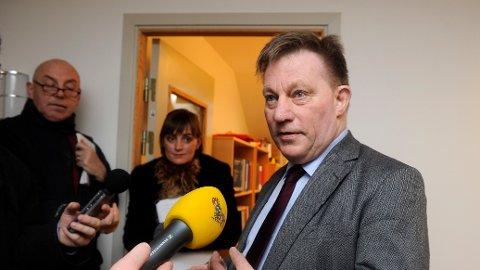 DØD: Claes Borgström fotografert mens han var bistandsadvokat for kvinnene i den svenske politietterforskningen mot Julian Assange i 2010.