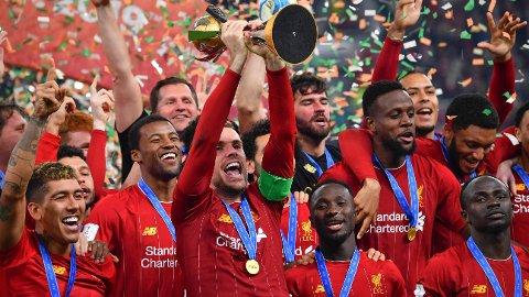 NY BALANSE: New Balance-logoen har vært godt synlig på alle av Liverpools tittelfeiringer det siste året.