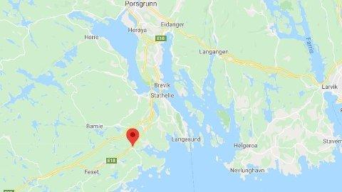 ULYKKE: Fallet skjedde fra taket på en russebuss like ved Stathelle.