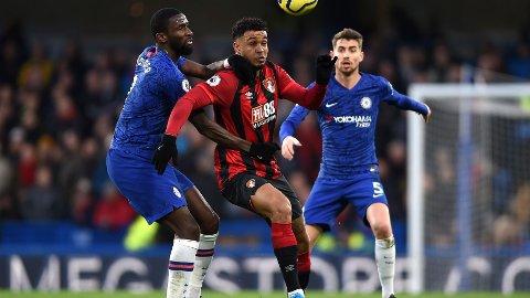 ETTERTRAKTET: Joshua King skal være på lista til flere storklubber. Her er han i duell med Chelsea's Antonio Rudiger.
