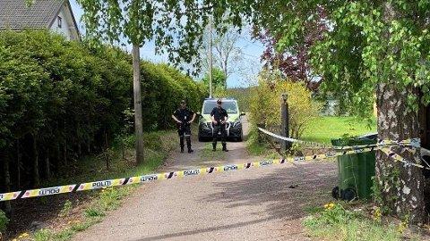 VED BOLIG: Torsdag gjorde politiet undersøkelser i siktedes bolig.