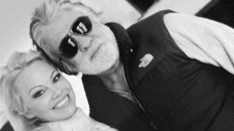 Pamela Anderson og Hollywood-produsenten Jon Peters var bare gift i 12 dager. Hun bekreftet forholdet ved å dele dette bildet, som siden er blitt slettet, på Instagram