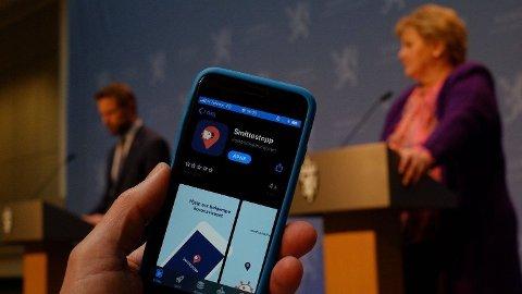 LANSERT I APRIL: Folkehelseinstituttet og regjeringen lanserte Smittestopp-appen 16. april i år. Statsminister Erna Solberg (H) ba om at så mange som mulig lastet ned smittesporingsappen.
