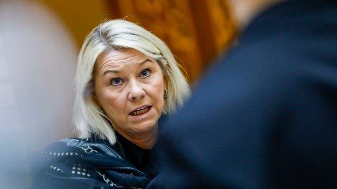 Justisminister Monica Mæland (H) sier at ingen skal ta seg overbetalt for å inndrive gjeld.