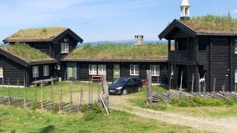 LETTE PÅ NY: Politiet ransaket Tom Hagens hytte på Kvitfjell etter rettens beslutning av 22.06.20 i NERO (Nedre Romerike tingrett).