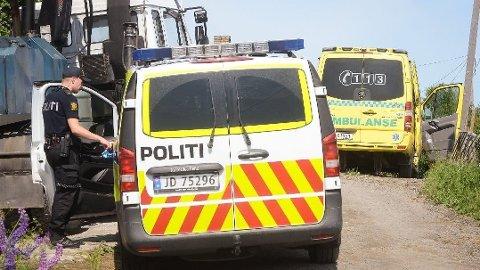 DØDSULYKKE: Nødetatene rykket ut til det som viste seg å være en dødsulykke på denne gården i Gran tirsdag formiddag.