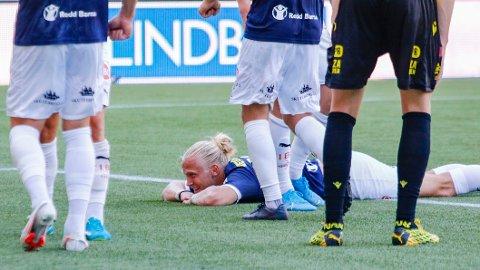 Strømsgodsets Lars-Jørgen Salvesen feier 1-0-scoringen mot Start i Kristiansand. Vi tror han og lagkameratene kan få mer å juble for torsdag kveld.
