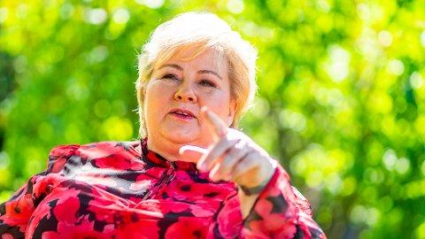 KAN FORLENGES: Statsminister Erna Solberg forteller at permiterringsperioden kan forlenges.