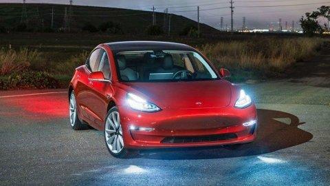 å kan man ganske enkelt få 50 hestekrefter ekstra i en Tesla Model 3. For elbiler kan også trimmes.