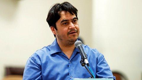 DØMT: Den iranske journalisten Ruhollah Zam under rettssaken i Teheran. En domstol kunngjorde tirsdag at eksil-iraneren, som var bosatt i Paris inntil han ble pågrepet i fjor, er dømt til døden.