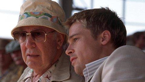 DØD: Skuespillerstjernen Carl Reiner er død. Her sammen med Brad Pitt i «Ocean's eleven».