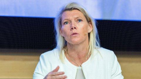 IRETTESETTES: Konsernsjef Kjerstin Braathens fastlønn sammenlignet med forgjengeren Rune Bjerke har ført til irettesettelse fra Nærings- og fiskeridepartementet.
