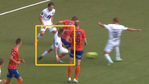 Danske Tonny Brochmann taklet stygt like før pause på Color Line Stadion.